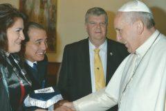 Familias-con-visita-al-Papa-1-1110x556