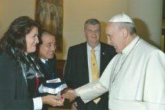 Familias-con-visita-al-Papa-1-300x205
